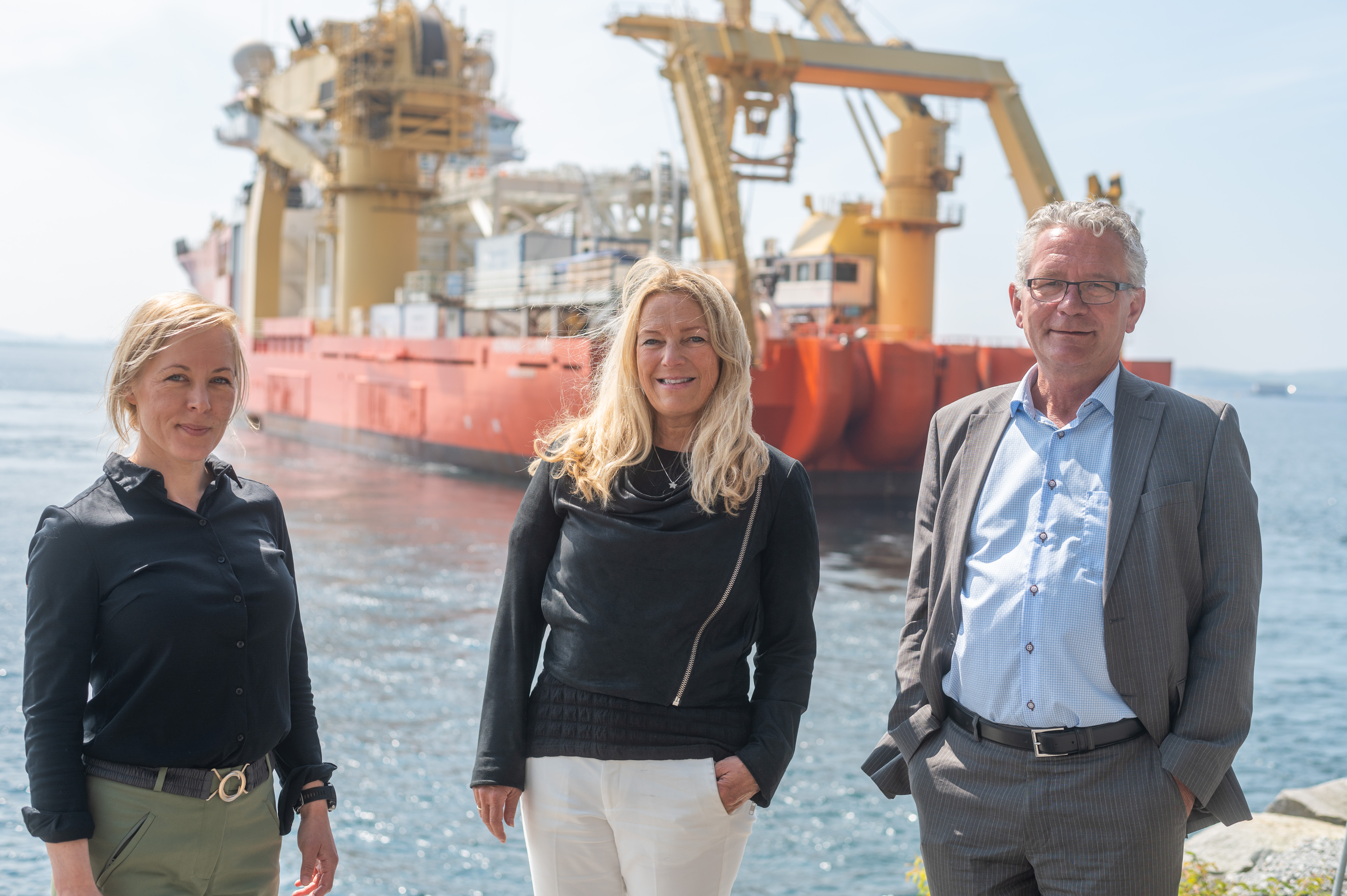 County Mayor of Rogaland, Marianne Chesak, Chairman of the board of Altibox, Toril Nag and Chairman of the board of NO UK COM, Geir Ims were among the guest celebrating the start of the installation process. (Photo: Halvard Bøe/Green Mountain).